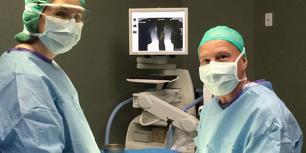 Dott Roberto Pelucchi in sala operatoria